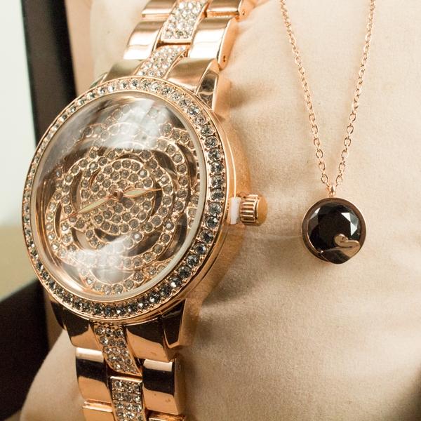 Bayanlara Özel Gül Tasarımlı Bronz Saat ve Siyah Zirkon Kolye